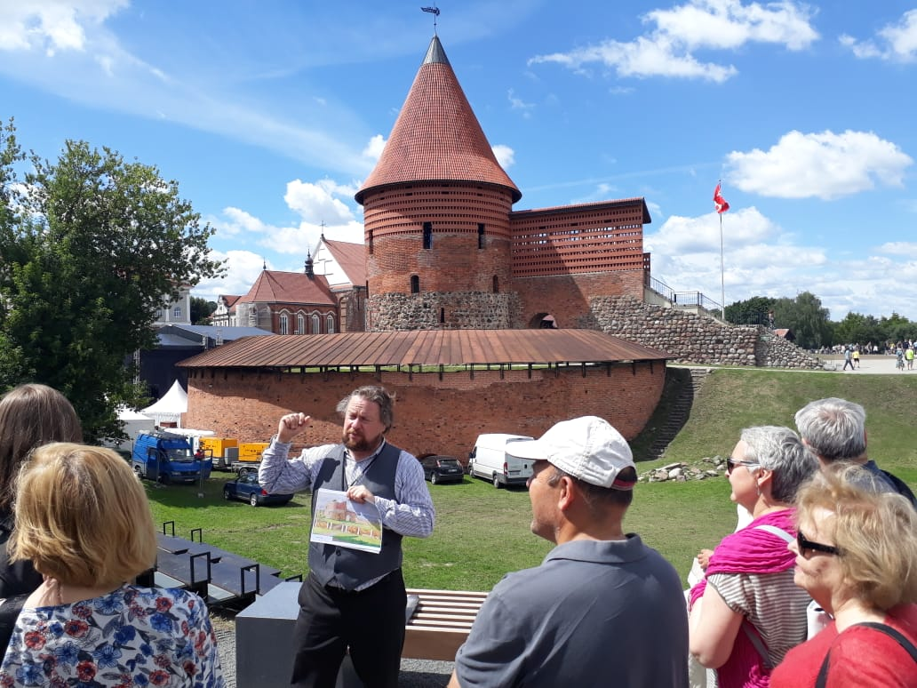 Jonas Mackevičius Kauno pilį tuomet, atrodo, galėjo tapyti pro savo namelio langą.