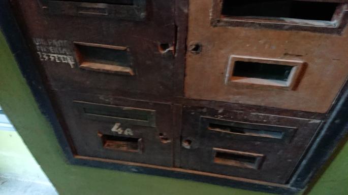Dėmesio lauks ir išlikusios prieškarinės pašto dėžutės.