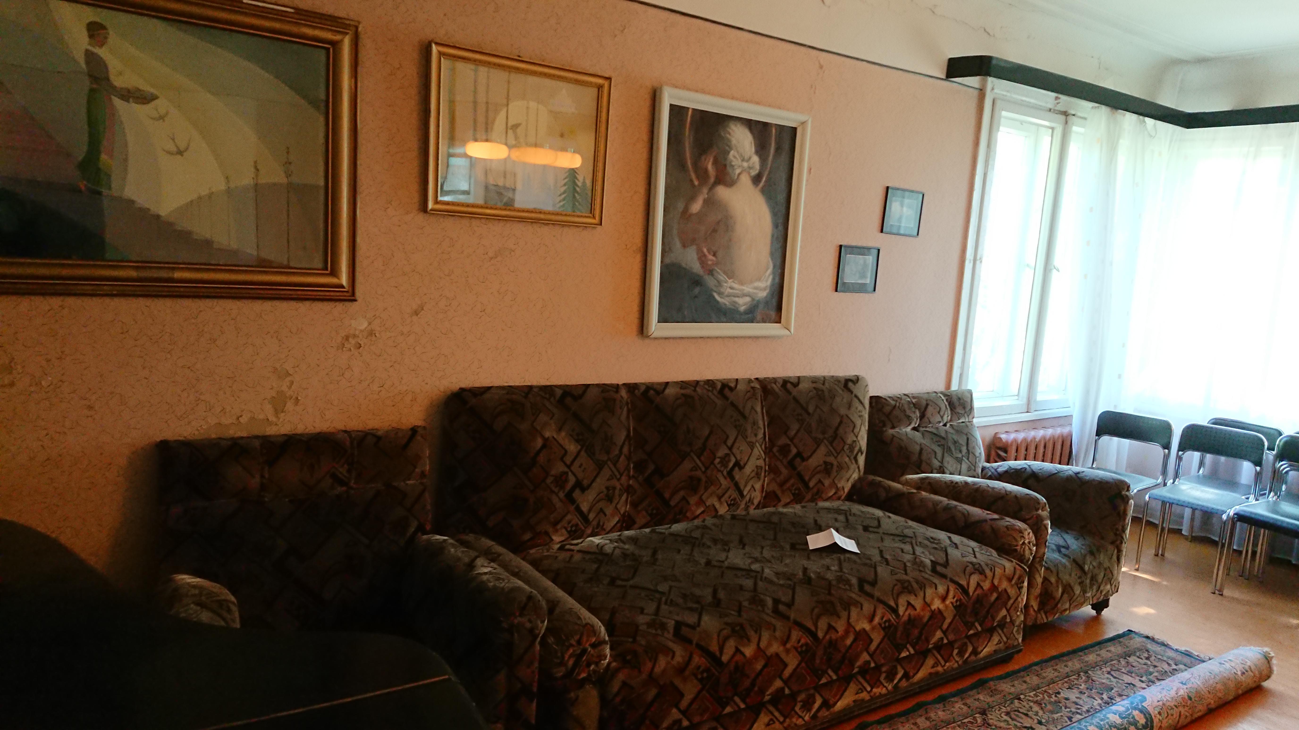 Ir šį muziejų turtina kadaise savininkams dovanoti paveikslai, autentiški baldai