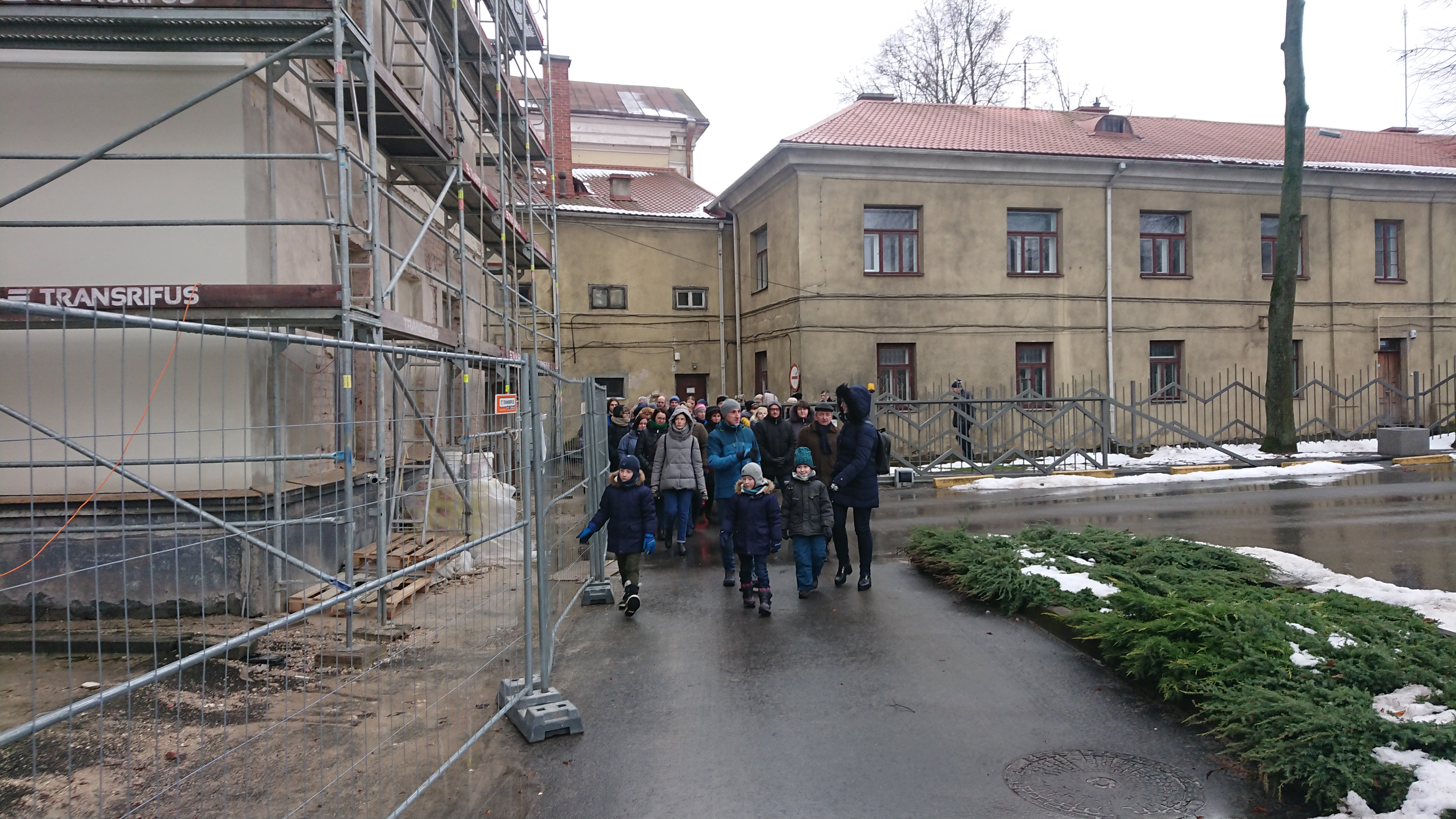 Pro pastolius skubėjome į Maironio universitetinę gimnaziją