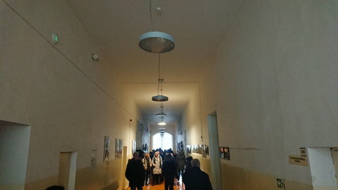 Į šiuos rūmus berniukų gimnazija įsikraustė 1863 metais, trečias aukštas pristatytas 1909 metais.