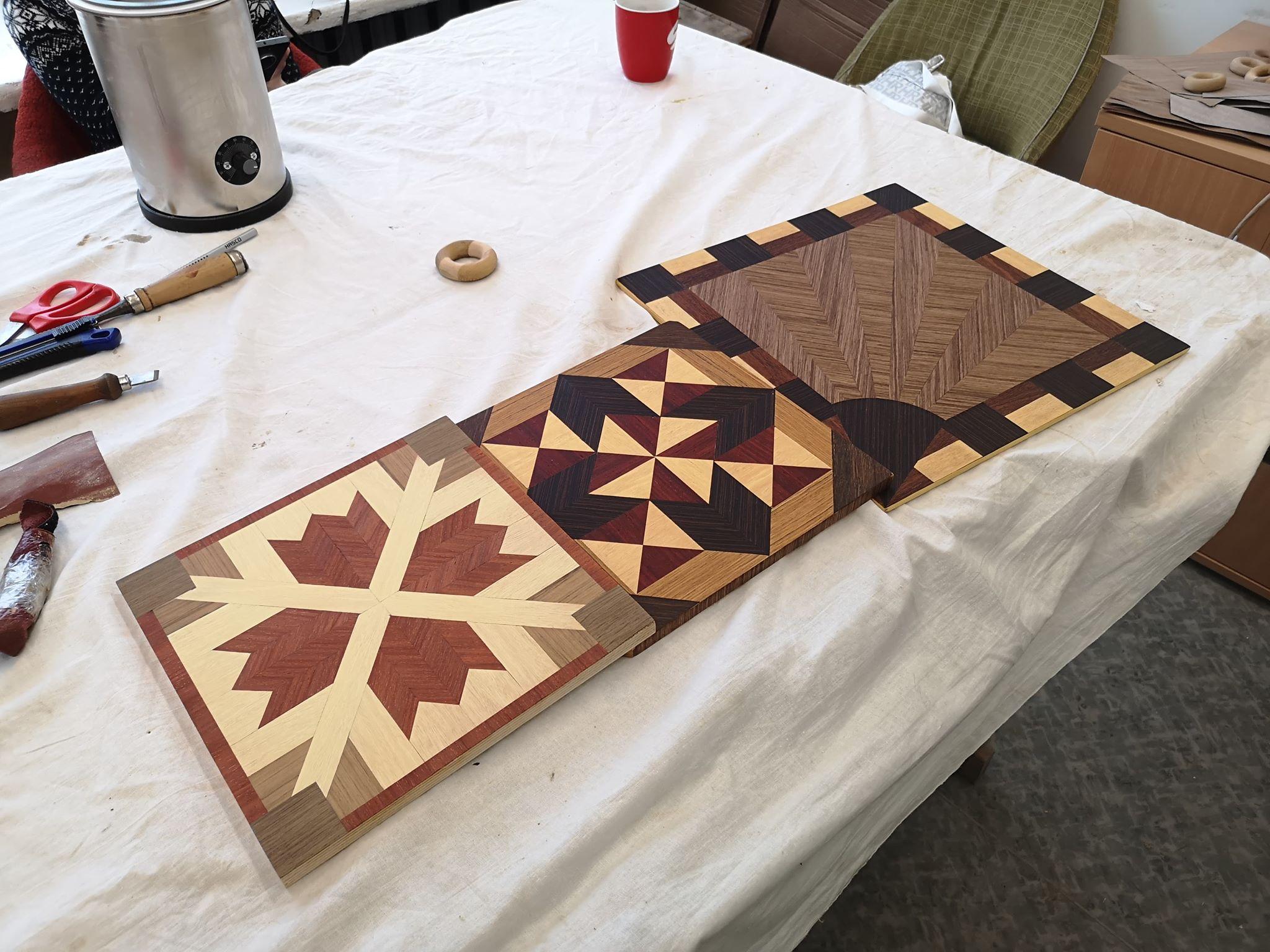 Užsiėmimuose buvo galima išmokti ir medžio dekoro.